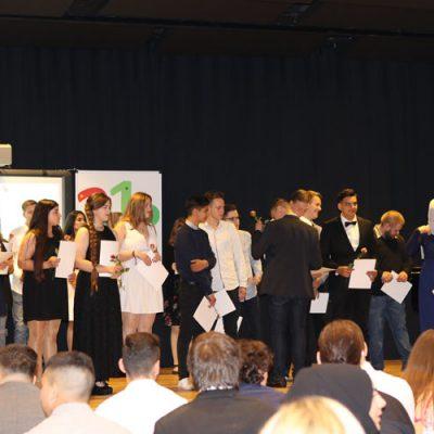eko-laatzen-erich-kaestner-oberschule-verabschiedet-71-absolventen-44.jpg