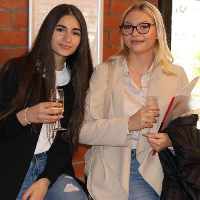 eko-laatzen-erich-kaestner-oberschule-verabschiedet-71-absolventen-69.jpg