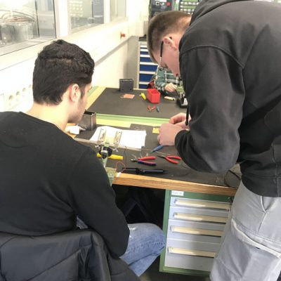 eko-laatzen-schueler-erkunden-ausbildungsberufe-bei-troester-und-avacon-2018-14.jpg
